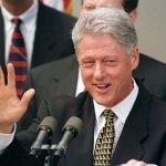 Un taglio di capelli mise a rischio la presidenza Clinton