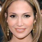 Capelli grigi per Jennifer Lopez sempre bellissima