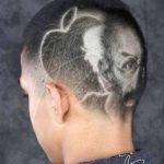 Taglio di capelli straordinario in memoria  di Steve Jobs